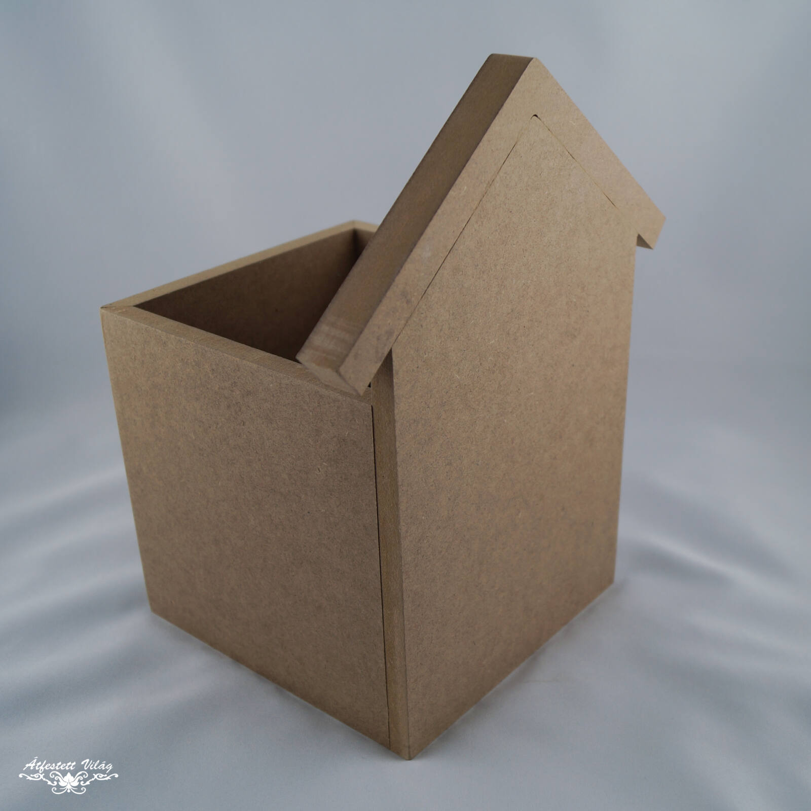 Házikó formájú doboz
