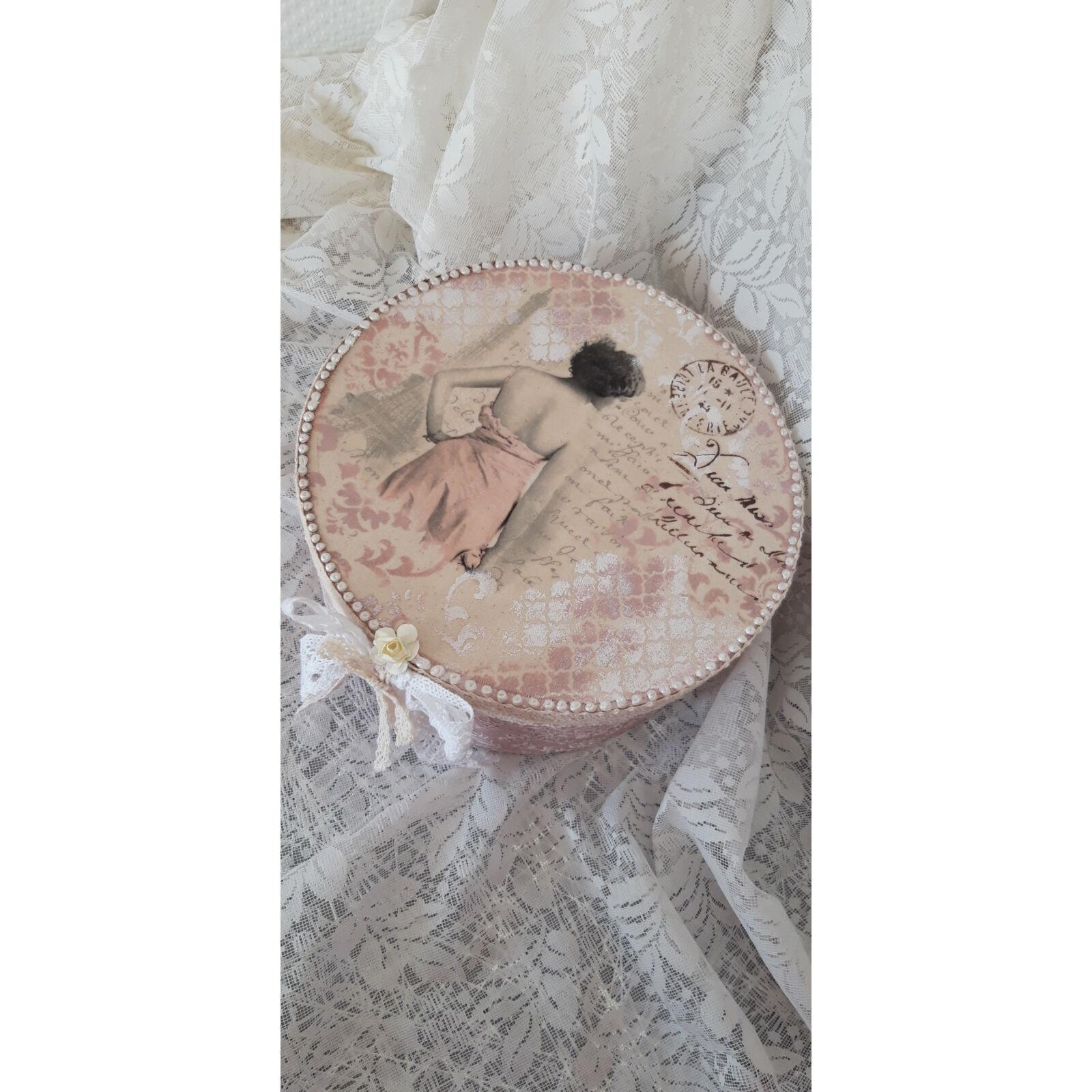 Romantikus kalapdoboz